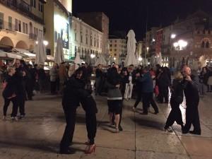 Verona, Piazza delle Erbe a ritmo di tango