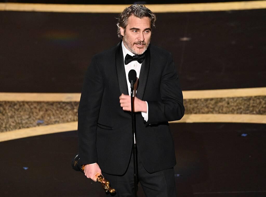 14/2/20 – Le mucche agli Oscar con Phoenix; l'idea dei cani da ufficio; la logica dello zoo